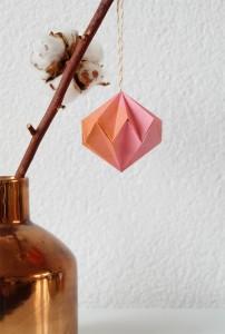 Diamant vormige origami kerstbal