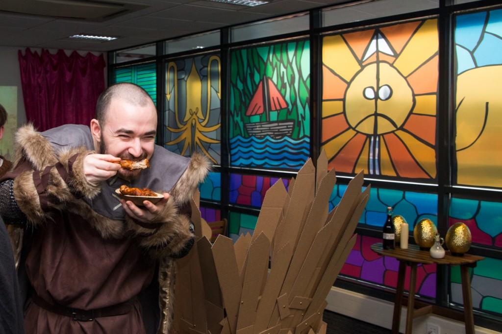 Kip eten in games room of thrones